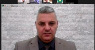 تدريسي من قسم إدارة الأعمال مشرفا على رسالة ماجستير في جامعة لبنانية